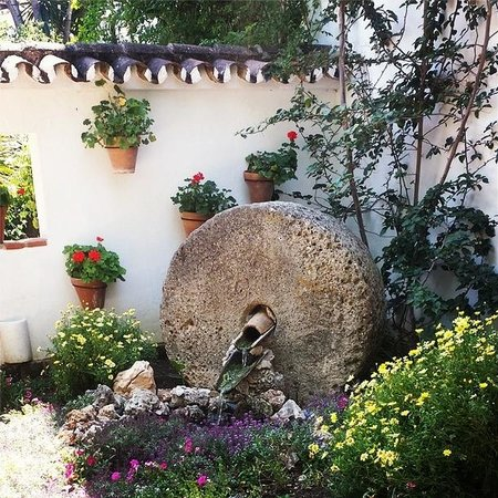 Restaurant Molino del Santo: The garden setting of the restaurant