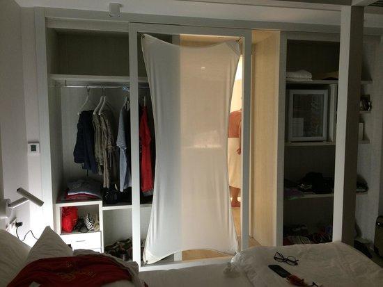 Bagno a vista sulla junior suite NR. 2 piano terra, armadio senza ...