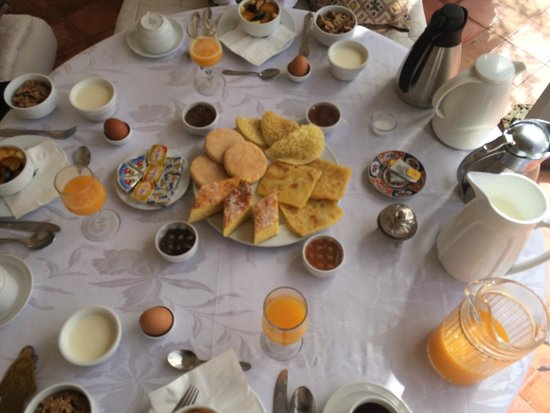 Riad Kniza : Breakfast on the roof