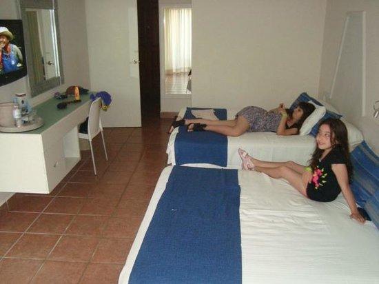 Viva Wyndham Maya: Dormitorio (Camas muy amplias y comodas)