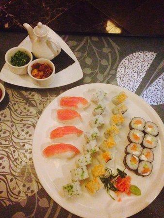 Azul Beach Resort The Fives Playa Del Carmen: Sushi time at tsuki restaurant