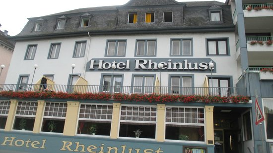 Hotel Gasthaus Rheinlust: The front of the hotel from the street