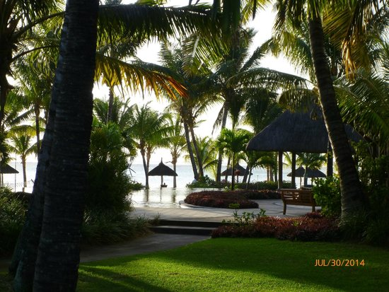 LUX* Le Morne: Pool and beach