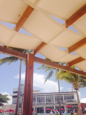 Azul Beach Resort The Fives Playa Del Carmen: Palapas