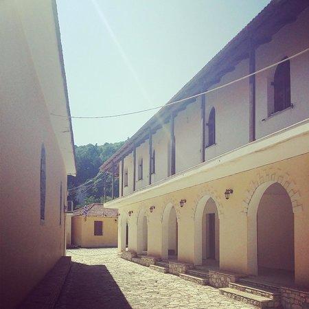 Kipoureon Monastery : Simple exterior - with some earthquake damage