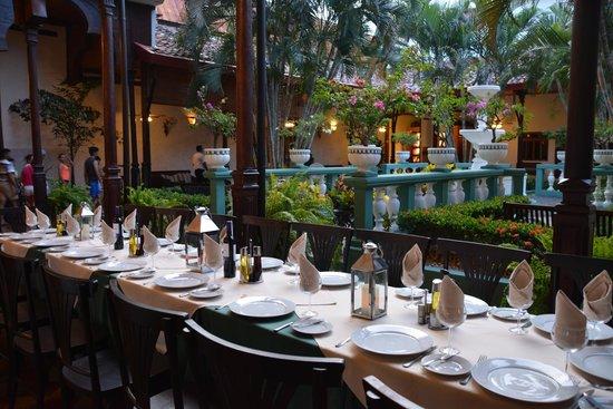 Hotel Dario : Corredor Principal Restaurante