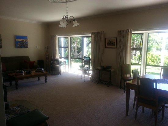 Jacaranda Lodge: Entertainment Room