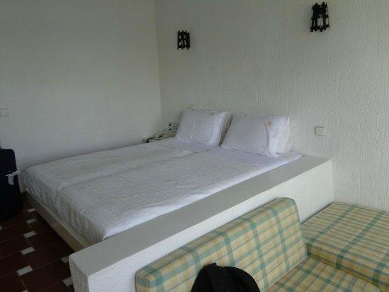 Petra Beach Hotel: милый деревенский минимализм