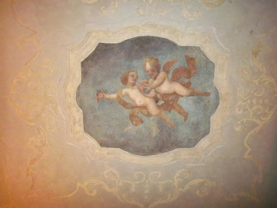 Iron Gate Hotel & Suites : Fresco on ceiling