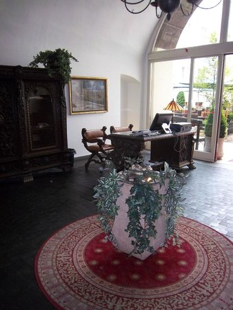 Iron Gate Hotel & Suites: Lobby