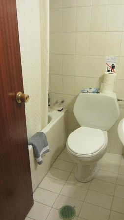 City Center Hotel : bathroom