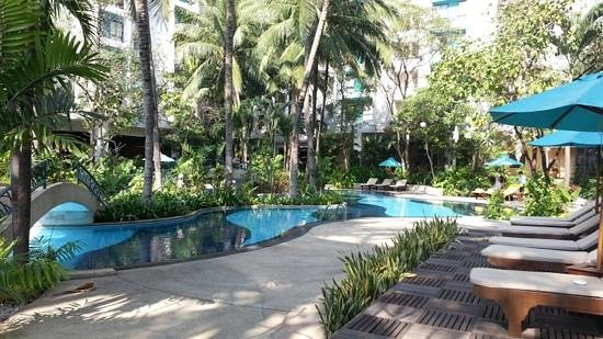 Piscine lagon photo de chatrium residence sathon bangkok for Prix piscine lagon