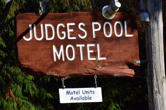 Judges Pool Motel: Motel Grounds