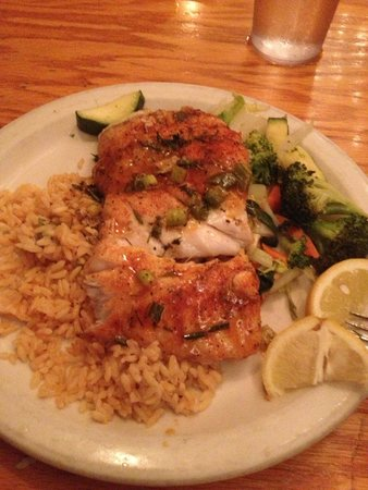 Captain Charlie's Reef Grill: Blackened 3 fin fish