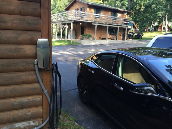 Cedar Lodge & Settlement: Tesla Charger