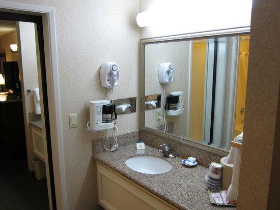 Best Western Plus Orange County Airport North: Ванная комната