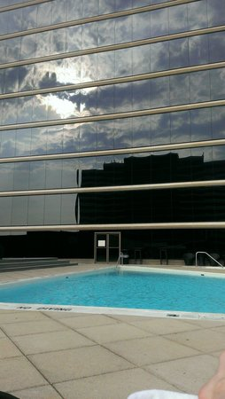 Hyatt Regency Birmingham - The Wynfrey Hotel: Rooftop pool, very nice, although music is a little loud