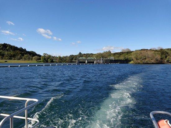 Huka Falls River Cruise: Looking back at the Aratiatia Dam