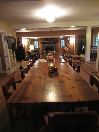 Treehouse Point: Community dining area