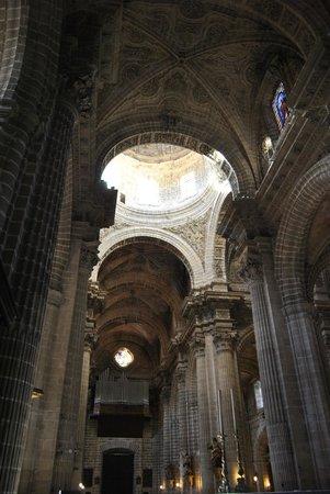 Catedral de Jerez de la Frontera : Vista de la nave central