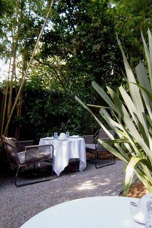 Maison Pic : Breakfast Dining in Garden