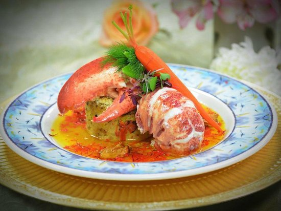 Green Turtle Market : Champagna poached maine lobster