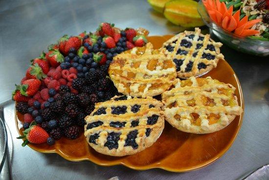 Green Turtle Market: Fresh Fruit Pies