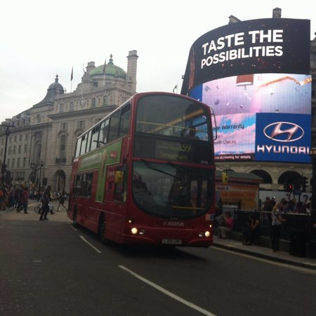 Piccadilly Circus : Piccadily circus