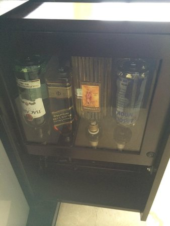 Le Blanc Spa Resort: Liquor Dispenser