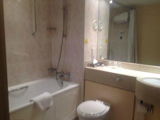 The Derbyshire Hotel: bath