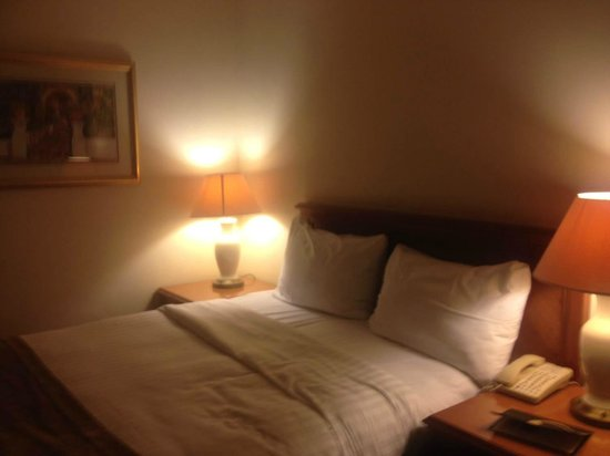 The Derbyshire Hotel: bed