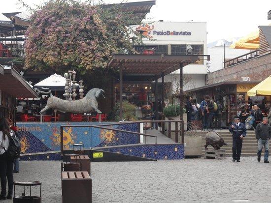 Bellavista: centro de compras e restaurantes