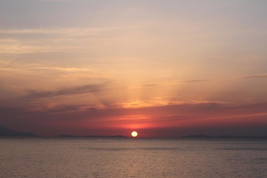 Hotel Mediterraneo Sorrento: Sunset from the seaside.
