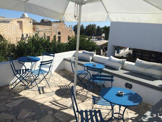 Oia's Sunset Apartments: Terrace