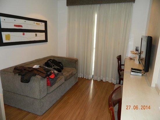 Hotel Mercure SP Moema: Pequena sala de estar