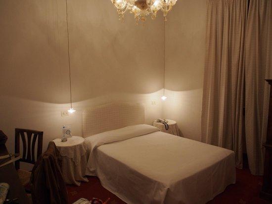 Hotel Columbia: room