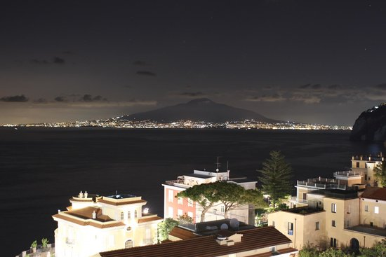 Hotel Mediterraneo Sorrento: View from the roof.