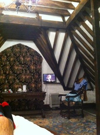 Kinnitty Castle Hotel : tv with no remote