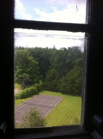 Kinnitty Castle Hotel : gap in glass pane