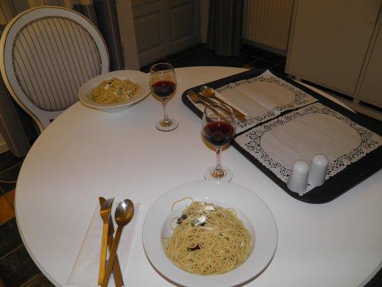 Lilium Villas Santorini: comida no quarto...muito bom