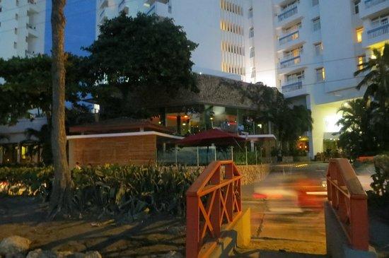 Decameron Cartagena: Vista del hotel desde la playa