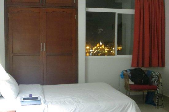 Decameron Cartagena: Vista nocturna desde la habitaciónm