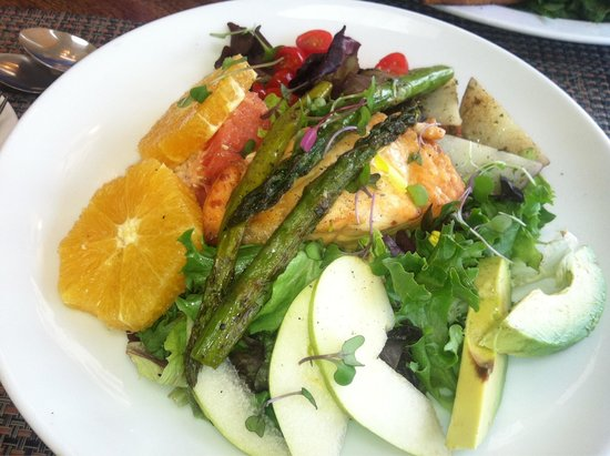 The Summer House Cafe: Delicious salmon salad