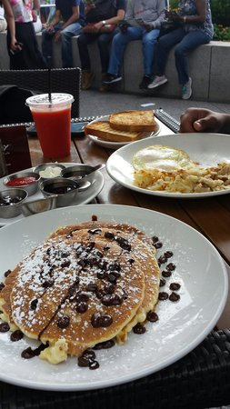Wildberry Pancakes and Cafe : Yummy choc chip pancakes