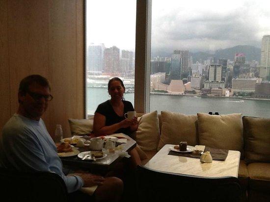 Renaissance Hong Kong Harbour View Hotel: executive-club view