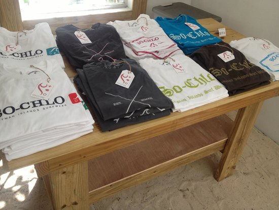 Bodden Town, Gran Caimán: So-Chlo shirts on display