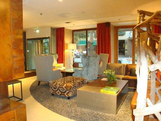 Klaus K Hotel: Hotel Lobby - Sitting Area
