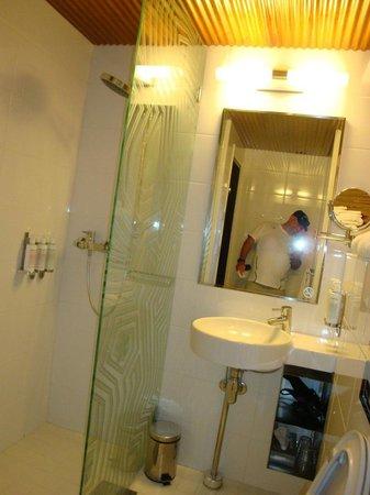Klaus K Hotel : Bathroom