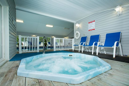 Clearwater Lakeshore Motel: Spa