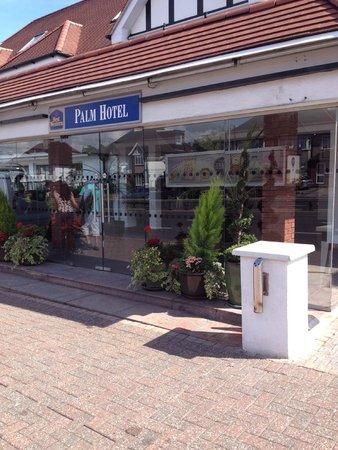 BEST WESTERN Palm Hotel: Front door outside Hotel